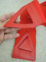 Ladies Belt Size M Red Stretch Leather + Plastic Triangle Closure $45 Va... - $14.84