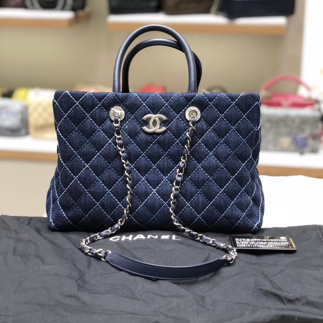 BRAND NEW Authentic 2019 CHANEL DENIM Navy Quilted Large Tote Bag GHW