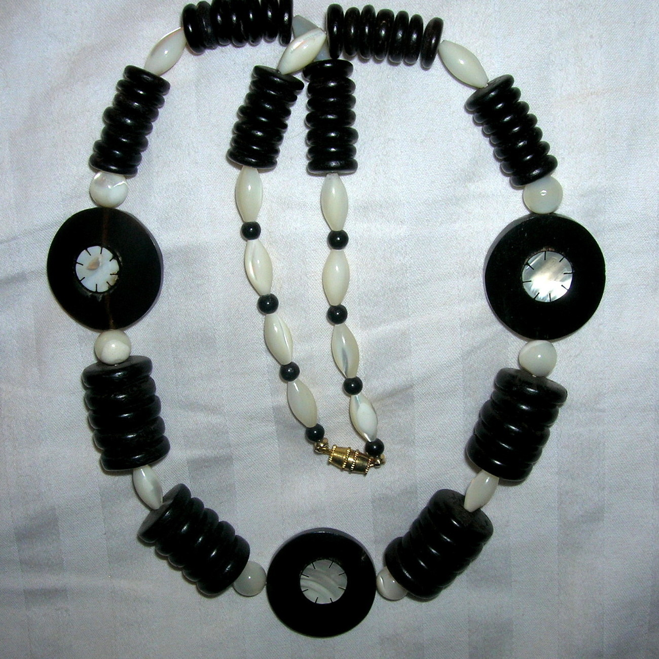 Vintage Inlaid Mother of Pearl Buffalo Horn MOP Black Coco Bead Necklace