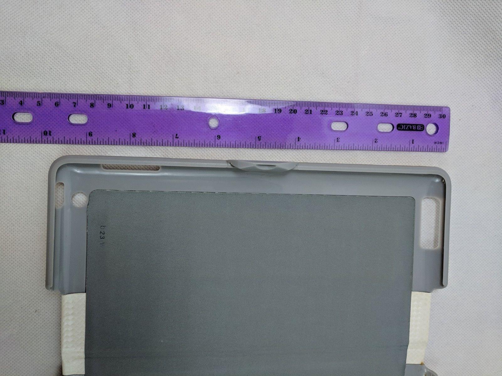 "Zagg White & Gray Tablet Case 10"" x 15"" Used"
