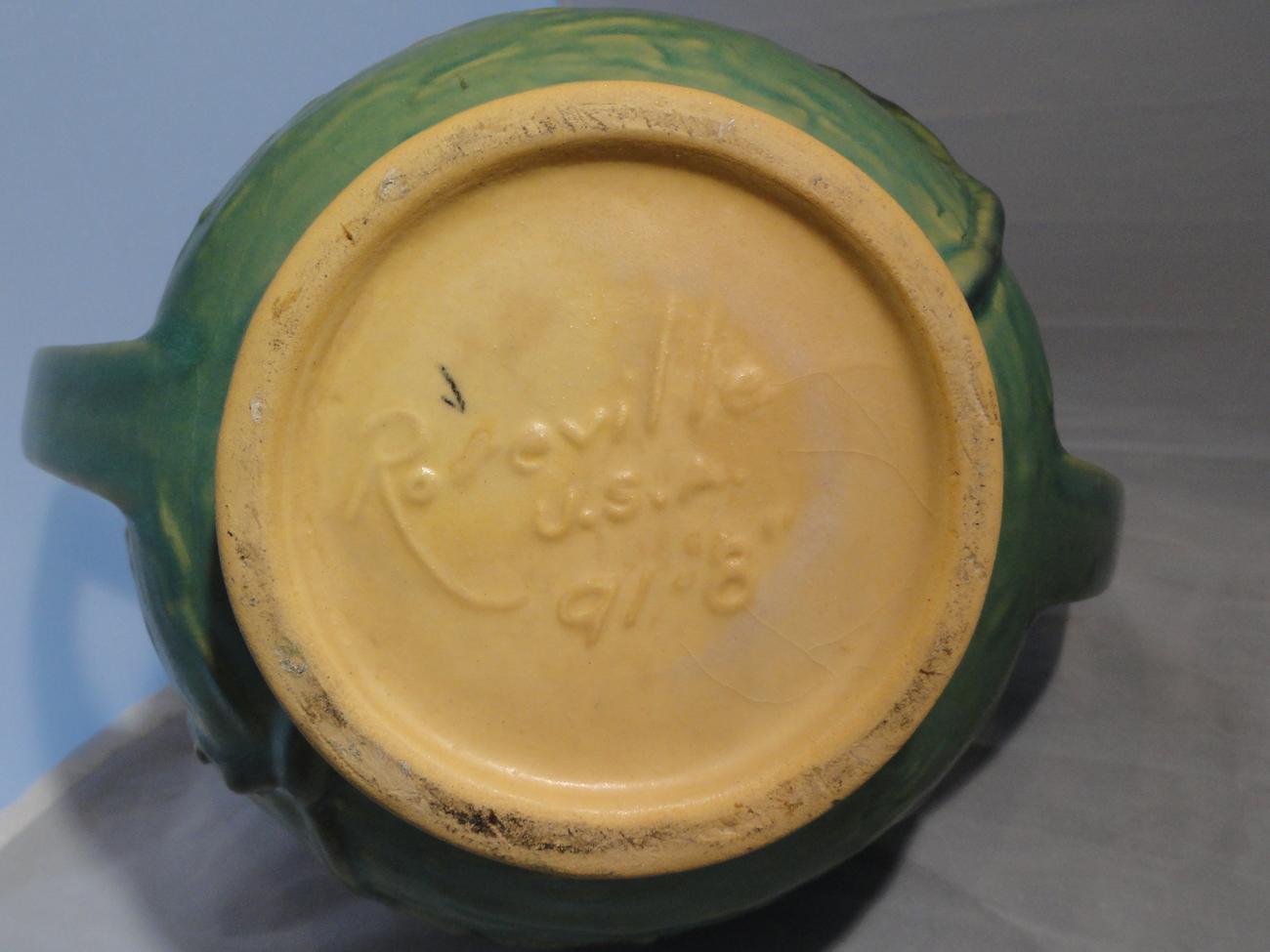 Roseville USA Art Pottery Green Magnolia Vase 91-8