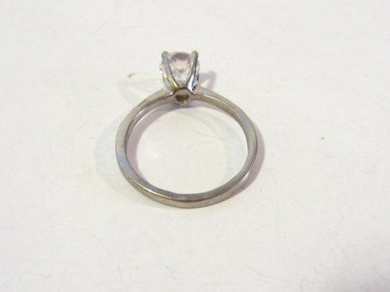 Vintage sterling silver with 6.4mm White stone ring size 6.75