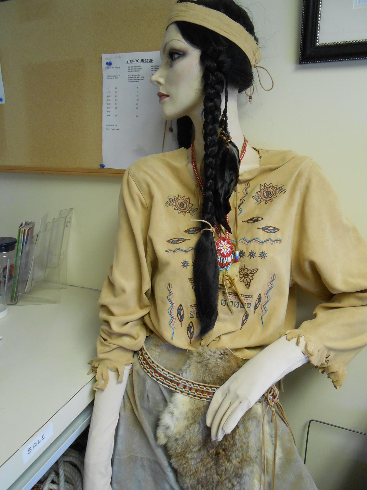 Indian Princess 'Pochahontas' Mannequin