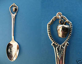 WASHINGTON STATE Souvenir Collector Spoon Collectible SILVER APPLE Charm - $5.95