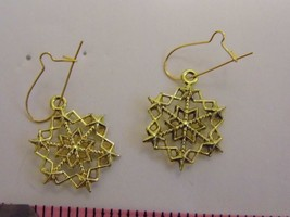 Pair Pierced Earrings Holiday Snowflake Gold Tone Costume Fashion Jewelry - $8.66