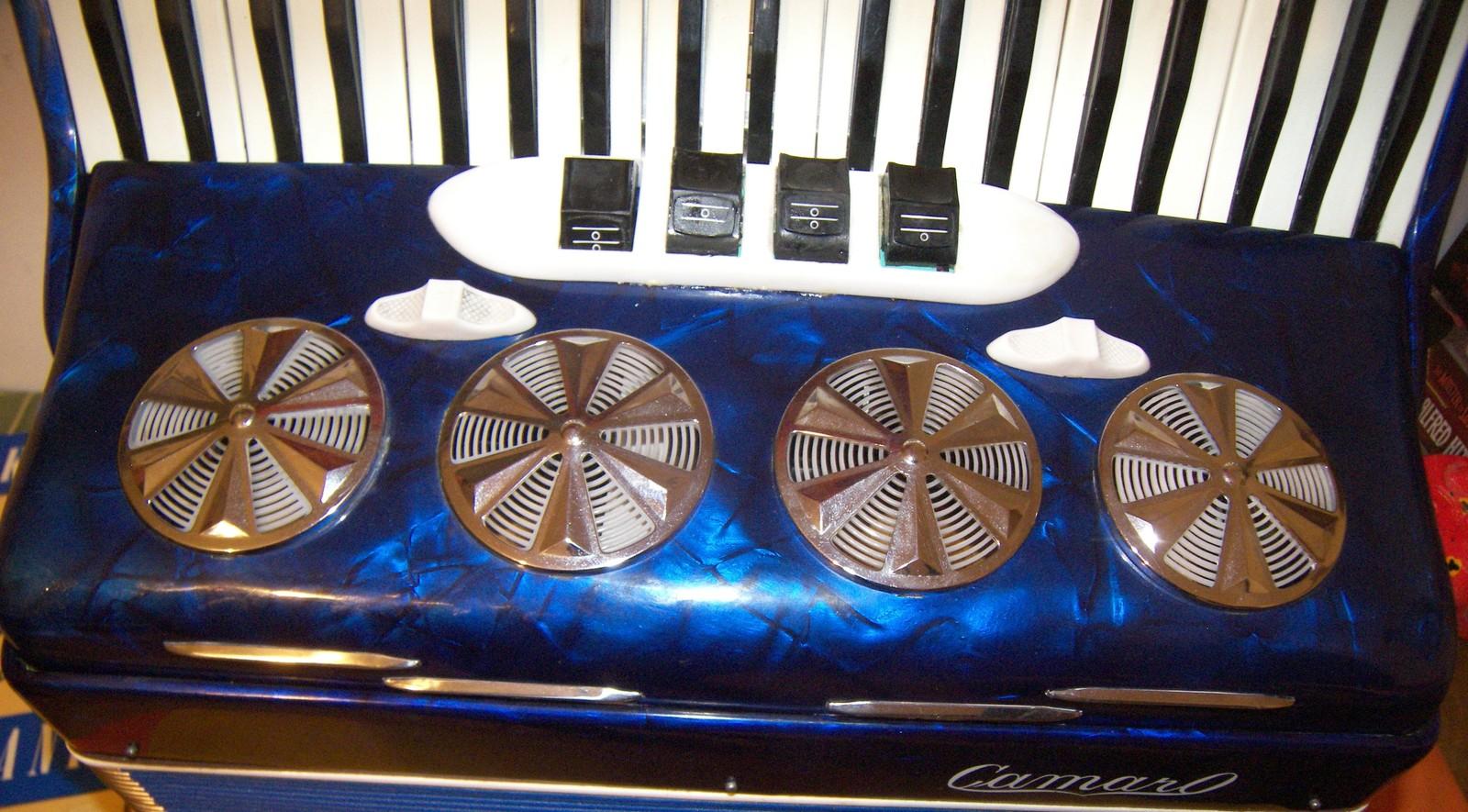 120 Bass Ladies Size CAMARO Accordion