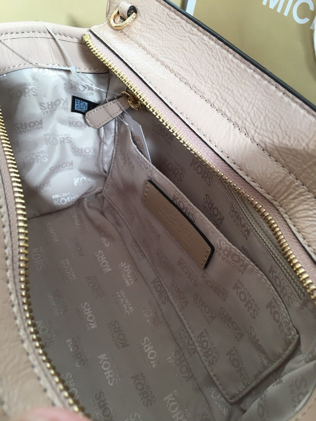 f41499a32c NWT Michael Kors VIVIANNE Quilted SM TZ Patent Leather Messenger Bag OYSTER   348