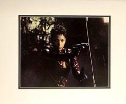 HALLE BERRY AUTOGRAPHED 11x14 JAMES BOND PHOTO Matted DIE ANOTHER DAY JI... - $109.99