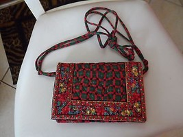 Vera Bradley crossbody handbag in retired Christmas Noel pattern EUC - $45.50