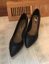 Women's Clarks soft cushion collections navy blue pumps size 8.5 Cap Toe  - $55.74