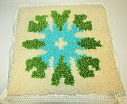 Vintage Mid Century Latch Hook Rug flower Pillow Wall hanging Green Blue... - $37.99