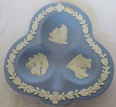 VTG 1952 WEDGWOOD Jasperware Blue Ashtray Clubs Shape England - $20.00