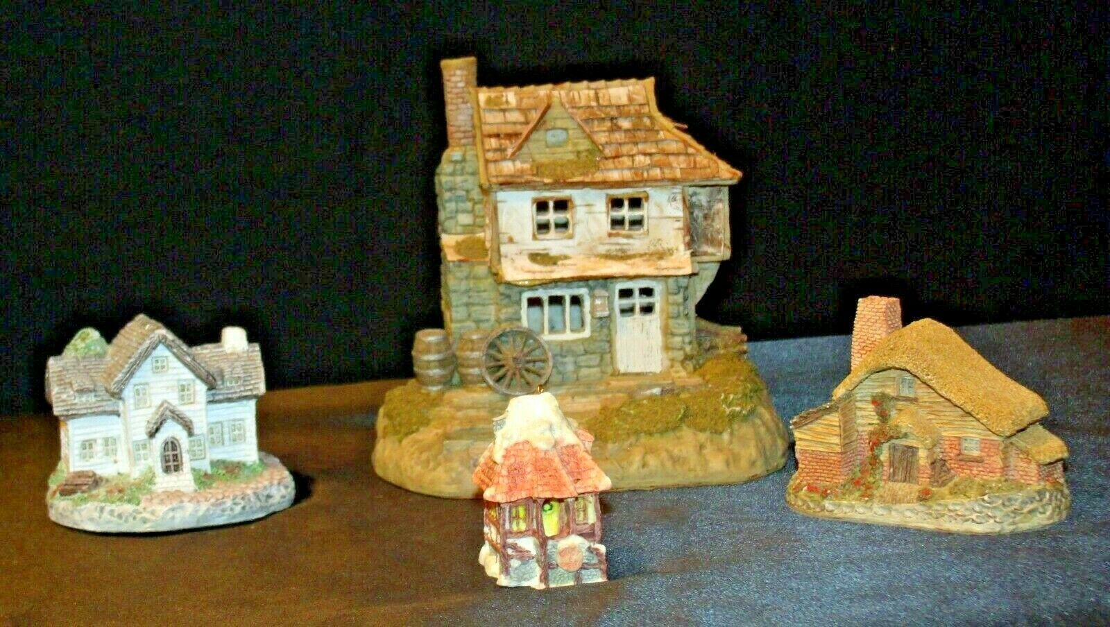 Cottages Holiday Decor Pieces (4) AB 630 Collectible Vintage