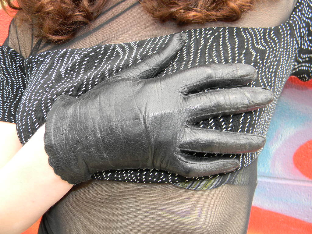 1950's Vintage Black Leather Scalloped Gloves sz Small