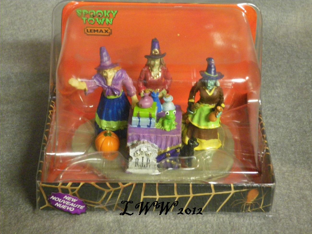 Lemax Spooky Town Potion Time Witch Graveyard Black Cat Table Accent in Package
