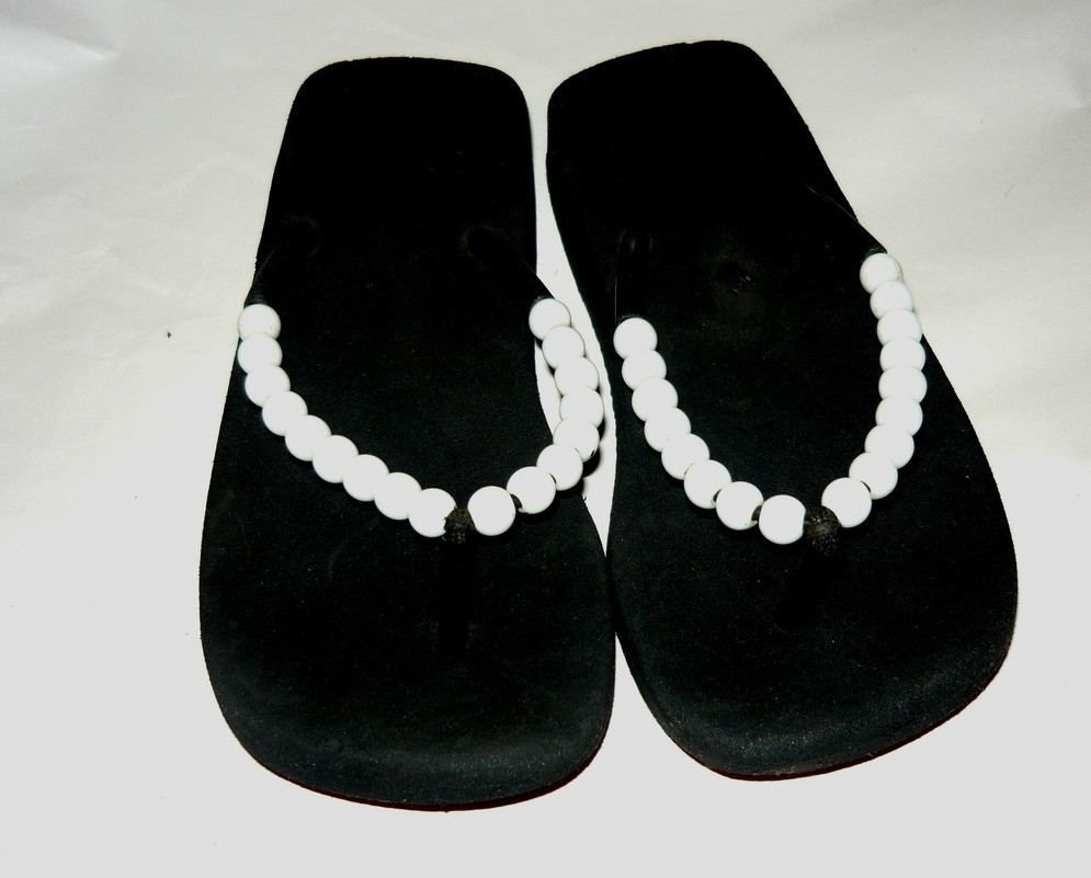Girls White Beaded Black Thong Sandals Sz. Sm.