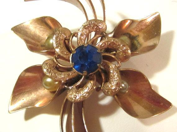 Antique Vintage Art Deco jewelry goldtone Blue rhinestone & Faux Pearl brooch