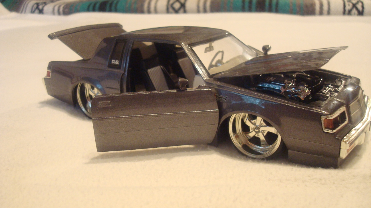 Classic Buick - Car Model 1:24th Scale