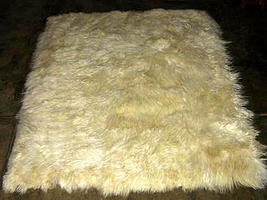 Soft white baby alpaca fur carpet from Peru, 300 x 280 cm/ 9'84 x 9'18 - $2,204.00