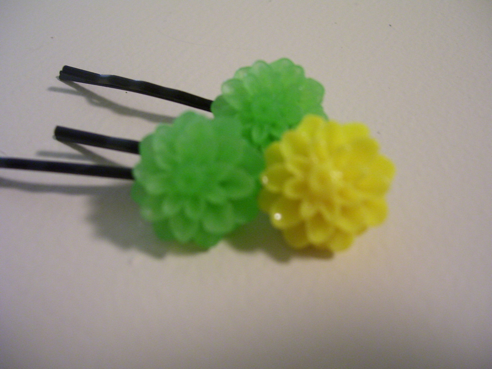 Set of 3 yellow & green cabochon hairpins