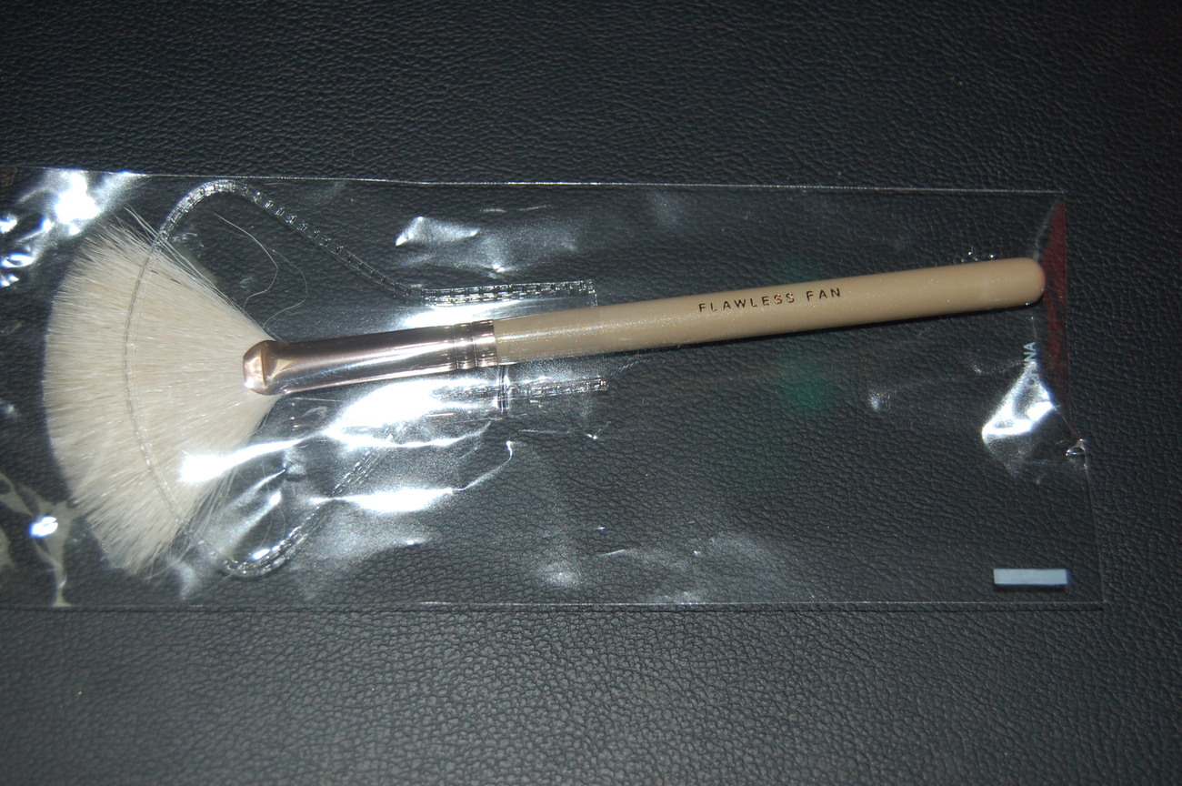 Bare Escentuals Minerals Flawless Fan Brush Pearl Collection Other