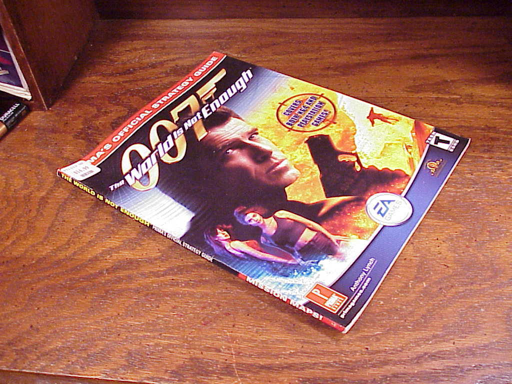 007 The World Is Not Enough Prima Strategy Guide Book for N64 PS1, nice shape
