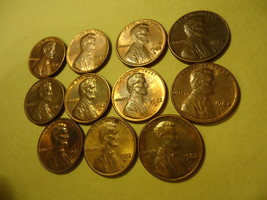 LOT OF 11 DIFFERENT TONED LINCOLN PENNIES (ALL 1982-D) COMBINED SHIPPING  - $5.00