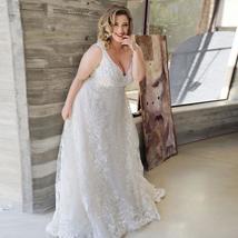 Sexy Plus Size Lace Wedding Dresses Deep V-neck Sleeveless Applique  Tulle Weddi image 3