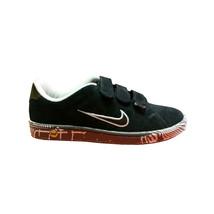 Nike - Sneaker basso in scamosciato nero con suola bicolore - $79.00
