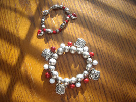 Charm Bracelets Bulldog & Hearts STRETCH Silver Plated Charms Red & Whit... - $12.95