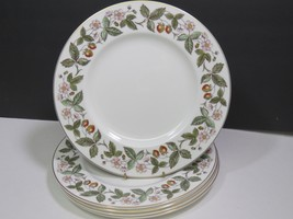 """Lot of 5 Wedgwood Strawberry Hill Fine China Dinner 10.75"""" Plates - $59.40"""