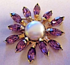 BROOCH EISENBERG ORIGINAL BROOCH with large faux pearls and purple RHINE... - $98.99