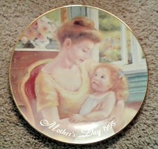"""Avon Mothers Day Plate """"A MOTHERS LOVE"""" 1995 22K GOLD TRIM mom child flo... - $8.92"""
