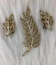 EMMONS Vintage Leaf Brooch Clip On Earrings Gold Tone Textured Set Colle... - $23.38