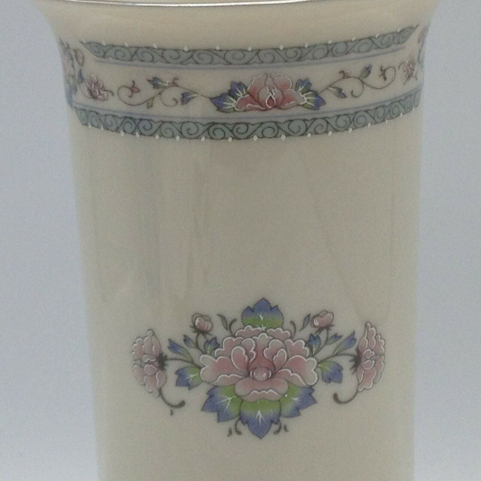 LENOX VASE Charleston Pattern Fine Porcelain Made in USA Excellent Cond Floral