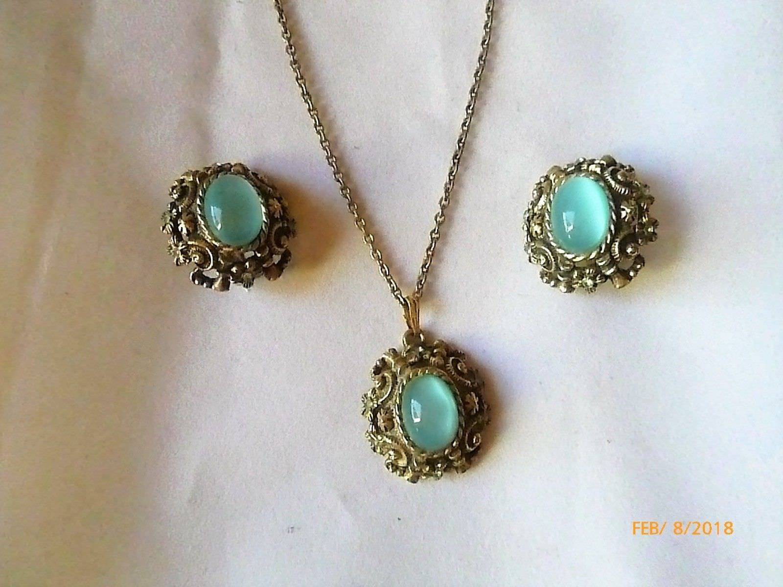 Vintage Sarah Coventry Goldtone Green Cats Eye Demi Parure Necklace Earrings Set