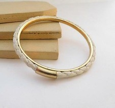 Retro White Leather Braid Gold Tone Mod Bangle Bracelet K14 - $11.04