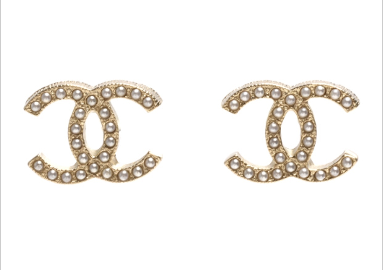 AUTHENTIC Chanel CC Pearl Stud Earrings Gold Classic New