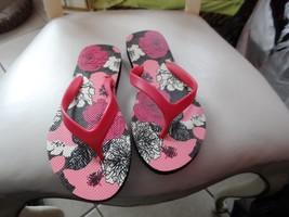 Vera Bradley flip flops size Medium in Mocha Rouge NWOT - $16.50