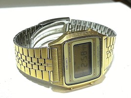 SEIKO VINTAGE DIGITAL A914-5A09 IN GOOD CONDITION FULL FUNCTIONAL GOLD TONE image 1