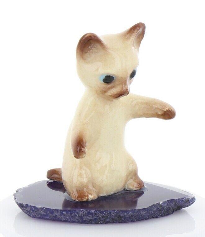 Hagen Renaker Miniature Siamese Kitten Sitting Up on Base Stepping Stones #2749