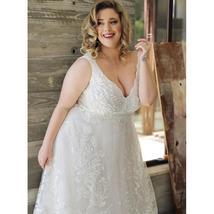 Sexy Plus Size Lace Wedding Dresses Deep V-neck Sleeveless Applique  Tulle Weddi image 5