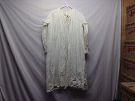 Vintage Off White/Cream Long Sleeve Nightgown w Lace Trim