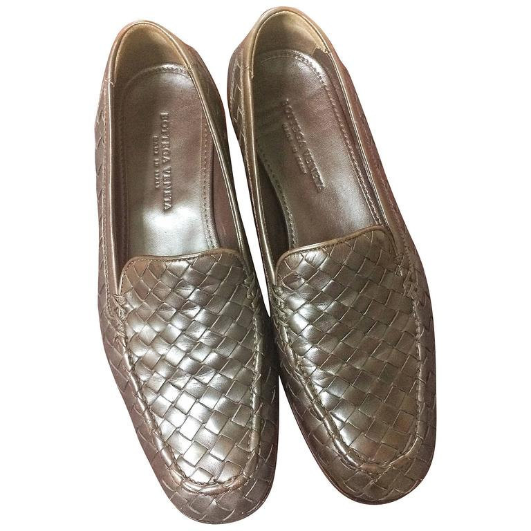 MINT. Vintage Bottega Veneta classic dark brown intrecciato leather shoes. EU 38 - $338.00