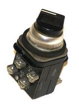ALLEN BRADLEY 800T-H2 SELECTOR SWITCH W/ 800T-XA9, 800T-XA CONTACT BLOCKS image 3