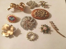 Lot of 9 Vintage Pins Brooches - $24.74