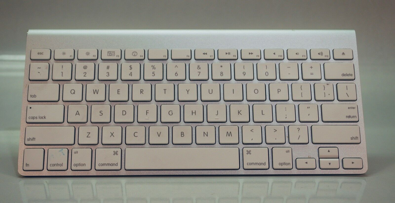 4f75c8a6df4 Apple MC184LL/A Wireless Keyboard Excellent and 50 similar items. S l1600