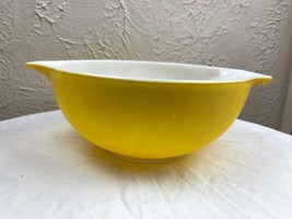 Vintage PYREX Cinderella yellow nesting bowl #443 2 1/2 qt. Nice condition - $14.92
