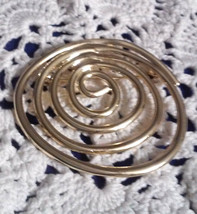 Vintage Large Coil Gold Tone Pin Brooch - €2,56 EUR