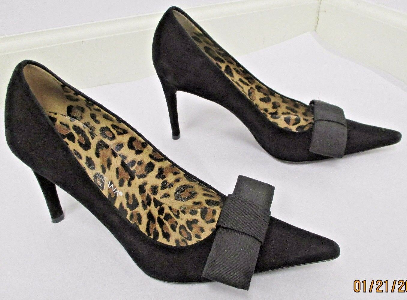 DOLCE & GABBANA Black Suede Pointed Toe Pumps w/ Fabric Bow at Front - Size 35 - $99.99